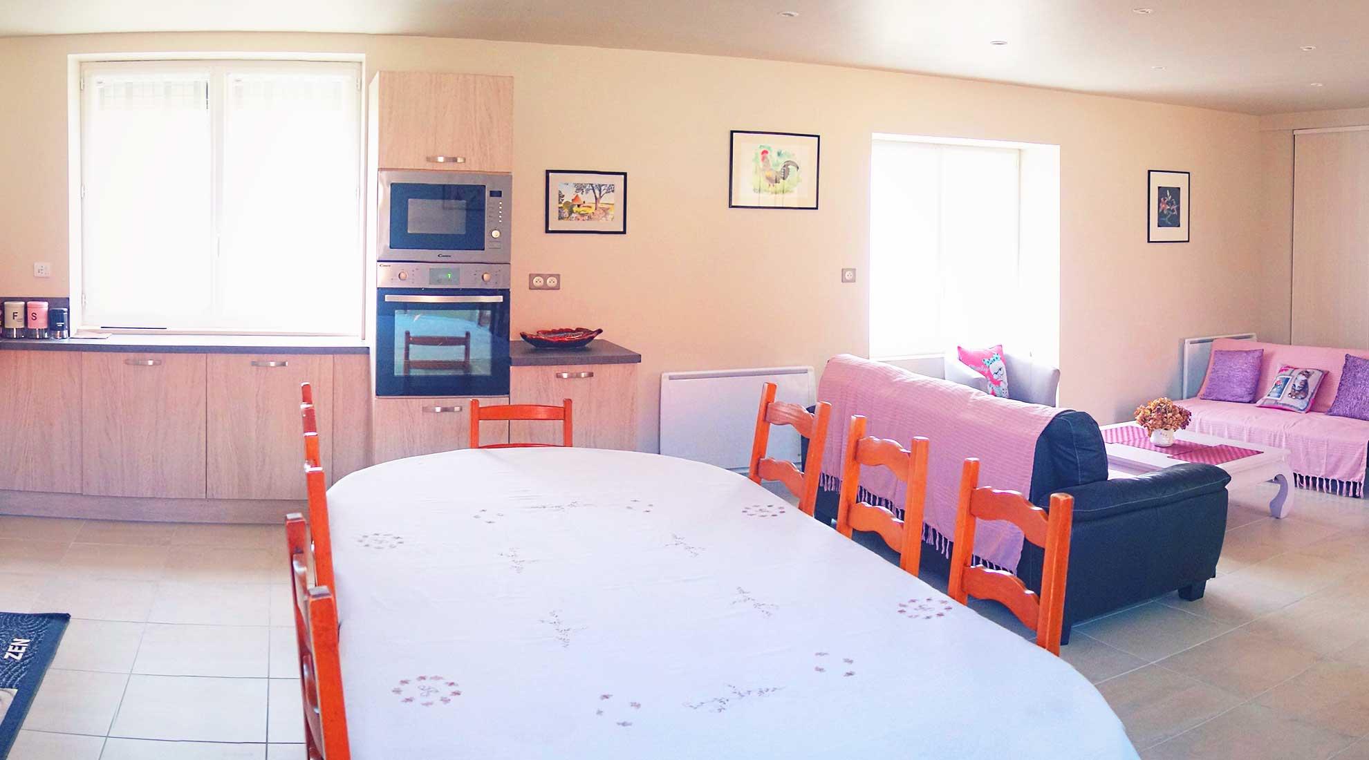 Salle à manger salon Gîte de Chabrevialard Dordogne